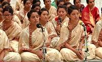 Программа в исполнении студенток Медицинского колледжа Шри Сатья Саи